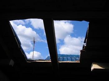 屋根から空.JPG