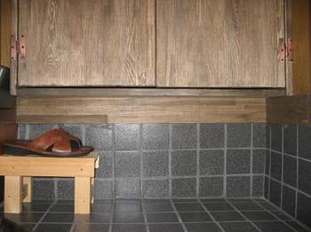 玄関収納巾木.JPG